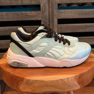 Puma satin sneakers sz 6 Seafoam Green.